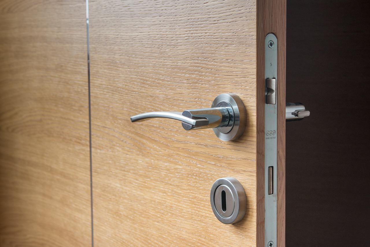 Door Open Wooden The Next Doorway  - neshom / Pixabay